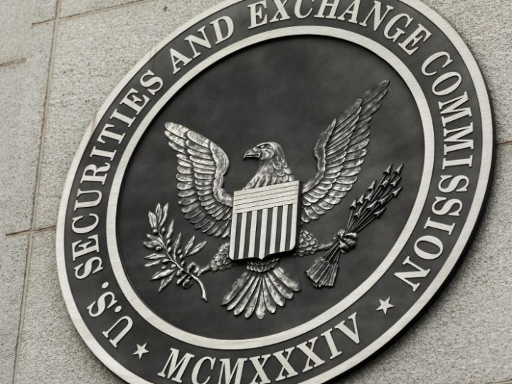 Yhdysvaltain arvopaperikomission puheenjohtaja Gary Gensler ottaa tiukan kannan suojellakseen sijoittajia